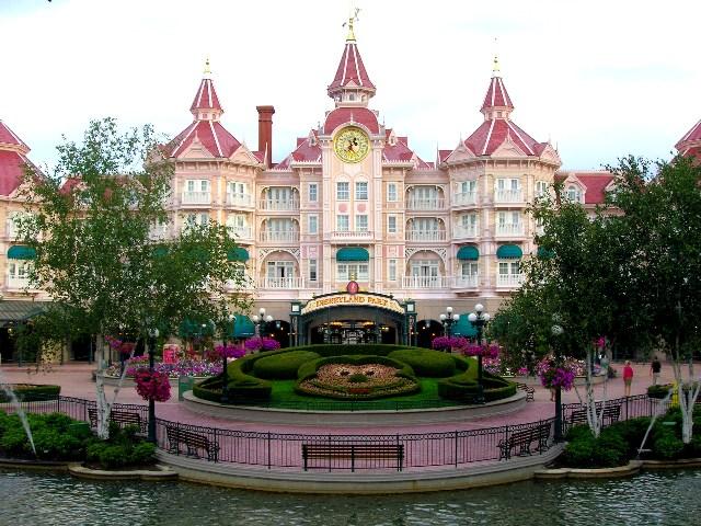 disneyland_hotel___park_entrance2